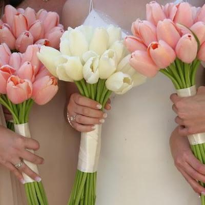 bukiet ślubny z tulipaów