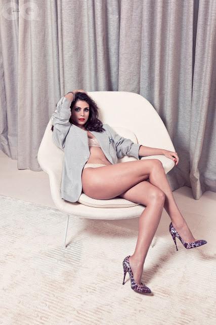 Morena Beccarin hot bikini stills