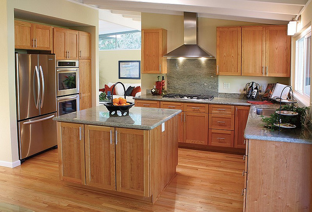 Are The Best Kitchen Colors to Compliment Stainless Steel Appliances