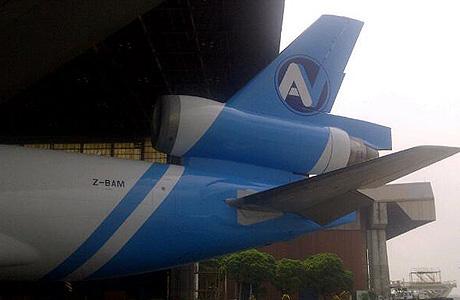 AV Cargo MD-11F di hanggar GMF
