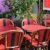 Café George V - les chaises rouge