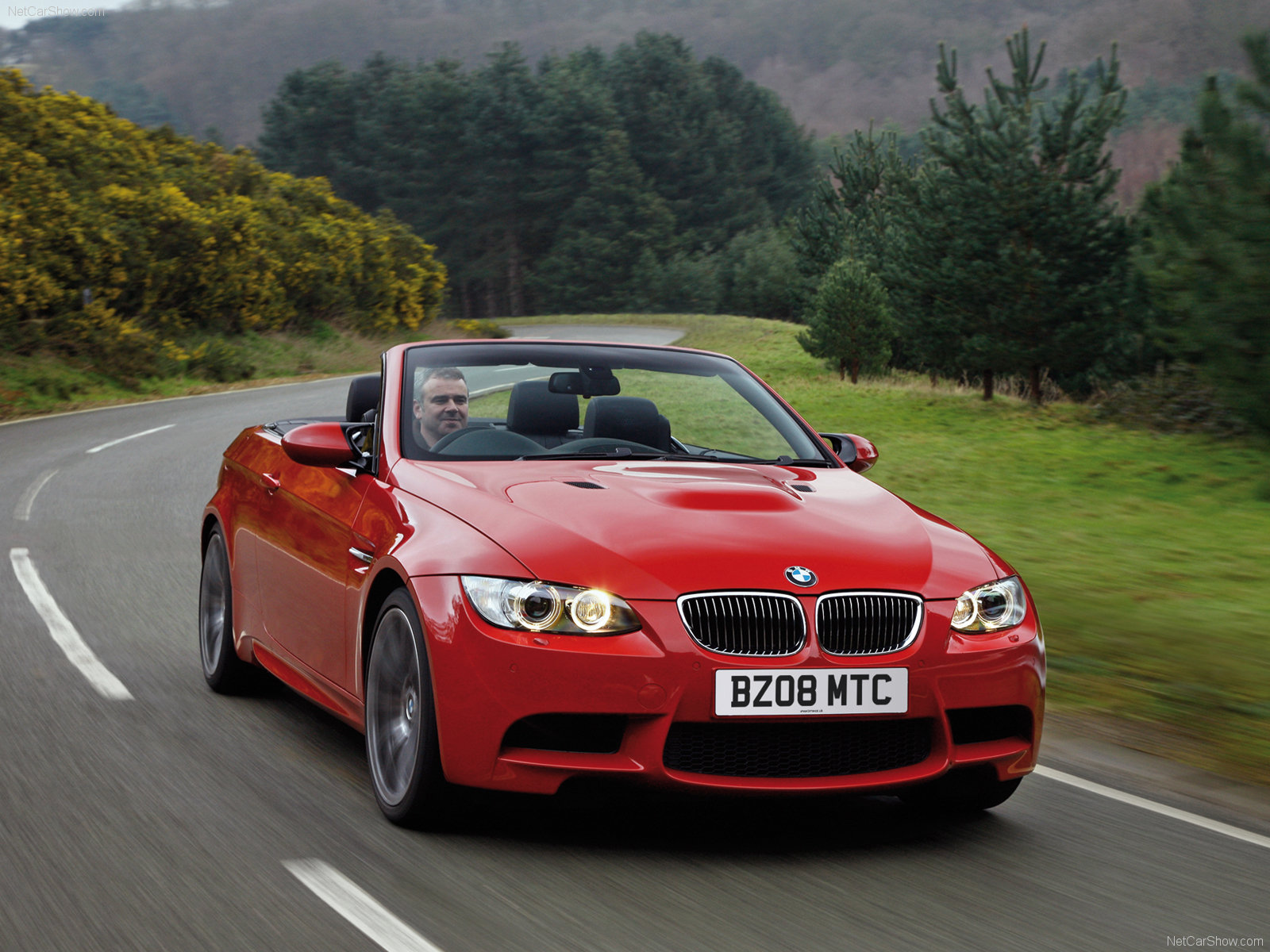 http://3.bp.blogspot.com/-9lc_u-SeBQo/TVYETyWwpJI/AAAAAAAAALM/n4fCaU6AkhQ/s1600/BMW-M3_Convertible_UK_Version-2009-wallpaper.jpg