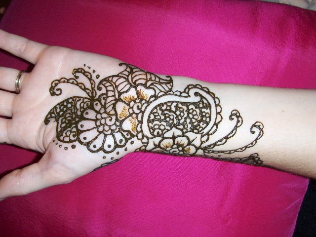 Mehndi Flower Designs For Hands : Floral henna design learn to make flower with mehndi