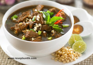 Resep masakan khas Indonesia yaitu Resep Cara Membuat Rawon Daging Khas Surabaya Enak, resep rawon daging sapi, bumbu rawon daging sapi, bumbu rawon