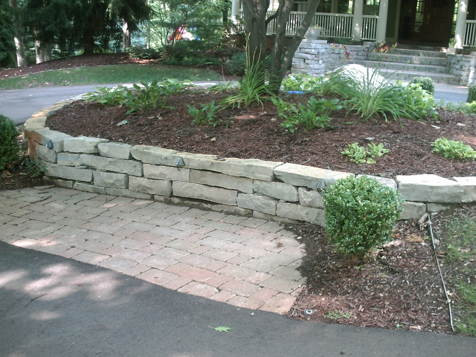 Landscape Design Guru How To Build A Retaining Wall In Michigan