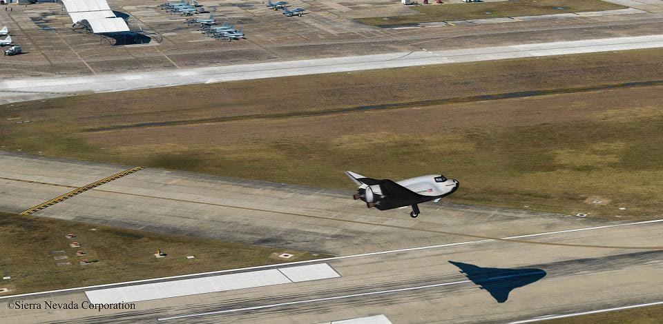 Conceptual image of Sierra Nevada Corp.'s (SNC) Dream Chaser spacecraft landing on the runway at Houston's Ellington Field, which the Houston Airport System wants to turn into a spaceport. Credit: Sierra Nevada Corp.