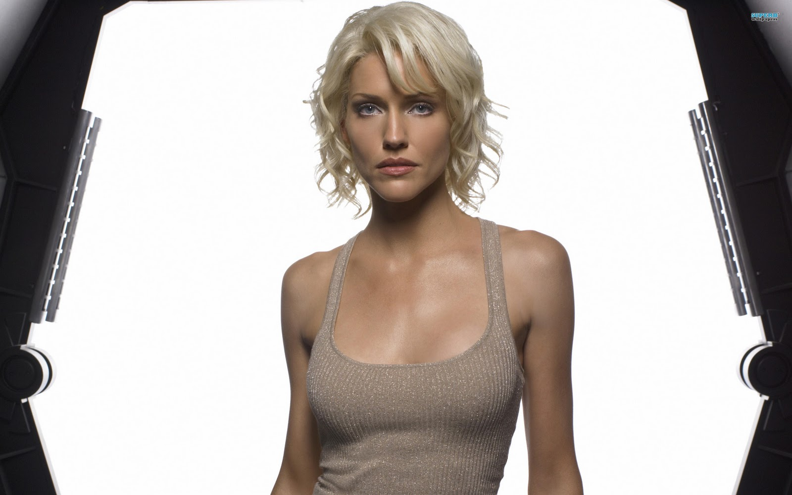 Hollywood: Tricia Helfer Profile, Images And Wallpapers Ashlee Simpson Bio