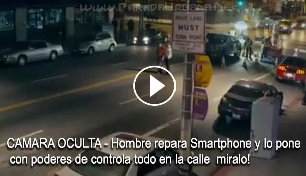 CAMARA OCULTA - hombre que repara Smartphone y lo pone con poderes de controla todo en la calle