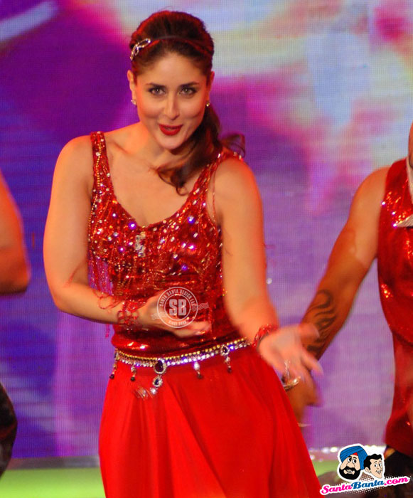 Kareena Kapoor - Kareena, Malaika, Neha Performa at CREDAI Real Estate Awards Photos 2012