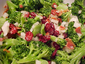 Salade de brocoli, de canneberges et bacon