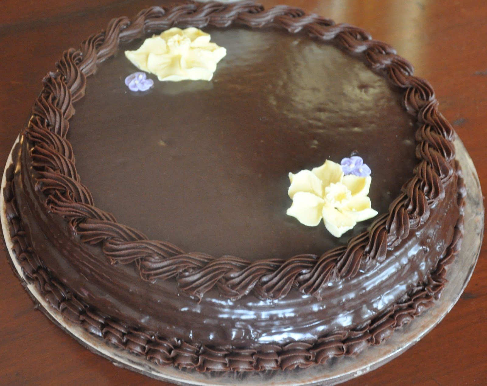 Cake Decoration With Chocolate Ganache : Chocolate Ganache Cake Decorations