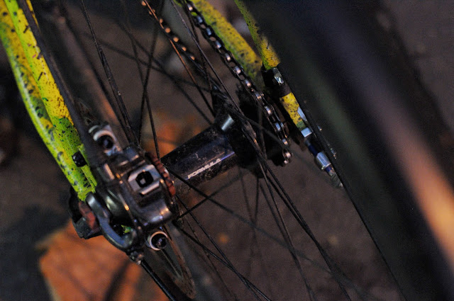 Surly, 1x1, frame, single speed, bicycle, bike, custom, modified, mod, bespoke, paint job, tim Macauley, the Biketorialist, the light monkey collective, Collins st, Melbourne, Australia, green, gritty, grit, splatter, awesome, paintjob, disc brake, rotor, formula, hub, cog, rear