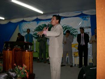 Ministrando a Palavra de Deus.
