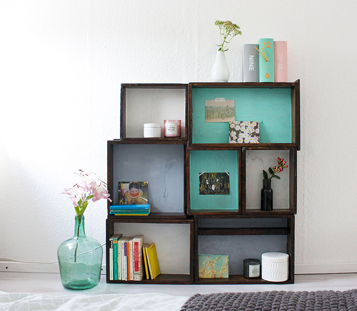 5 diy to try how to upcycle a wooden box into a shelf ohoh blog. Black Bedroom Furniture Sets. Home Design Ideas