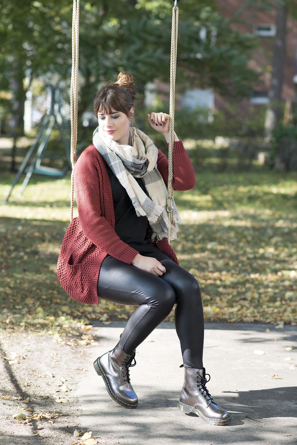 outfit october in berlin dr martens leather leggings. Black Bedroom Furniture Sets. Home Design Ideas