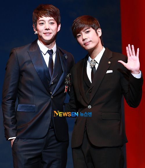[MUSICAL] 08/04/2011 - KyuJong @ Goong Musical  - Page 4 KJ-Goong-media-04