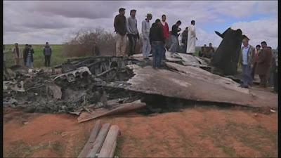 guerra en libia avion destrozado