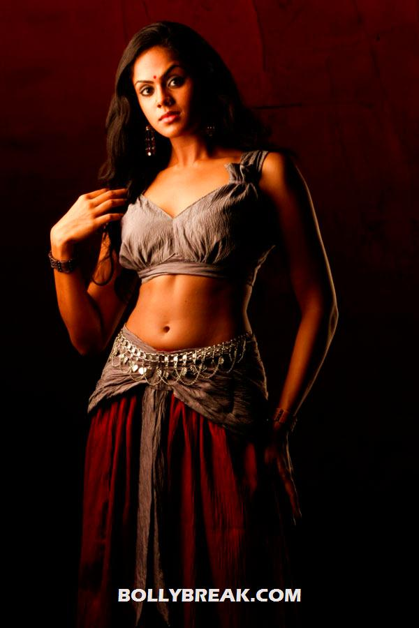 karthika showing hot navel -  Karthika photo shoot from Telugu movie
