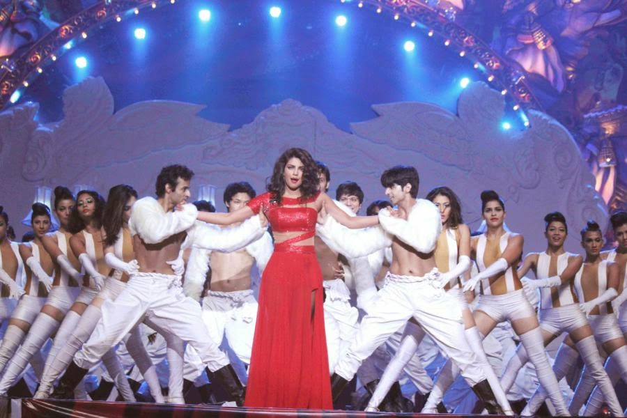 SRK, Priyanka, Jacqueline Performs at GOT TALENT WORLD STAGE LIVE