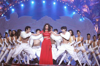SRK, Priyanka, Jacqueline Performs at GOT TALENT WORLD STAGE LIVE (16).JPG