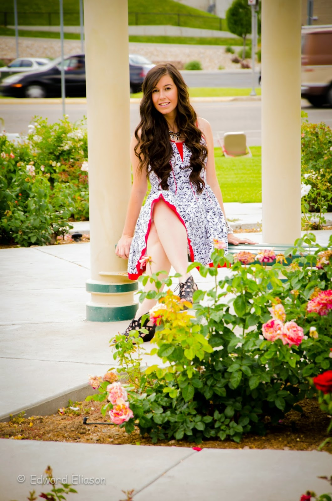 joe browns, joe browns dress, black and white floral dress, floral dress, pop of red, chinese print, murray park, utah parks, pretty, long curly hair, hair, wavy hair, beachy hair, pretty dress,