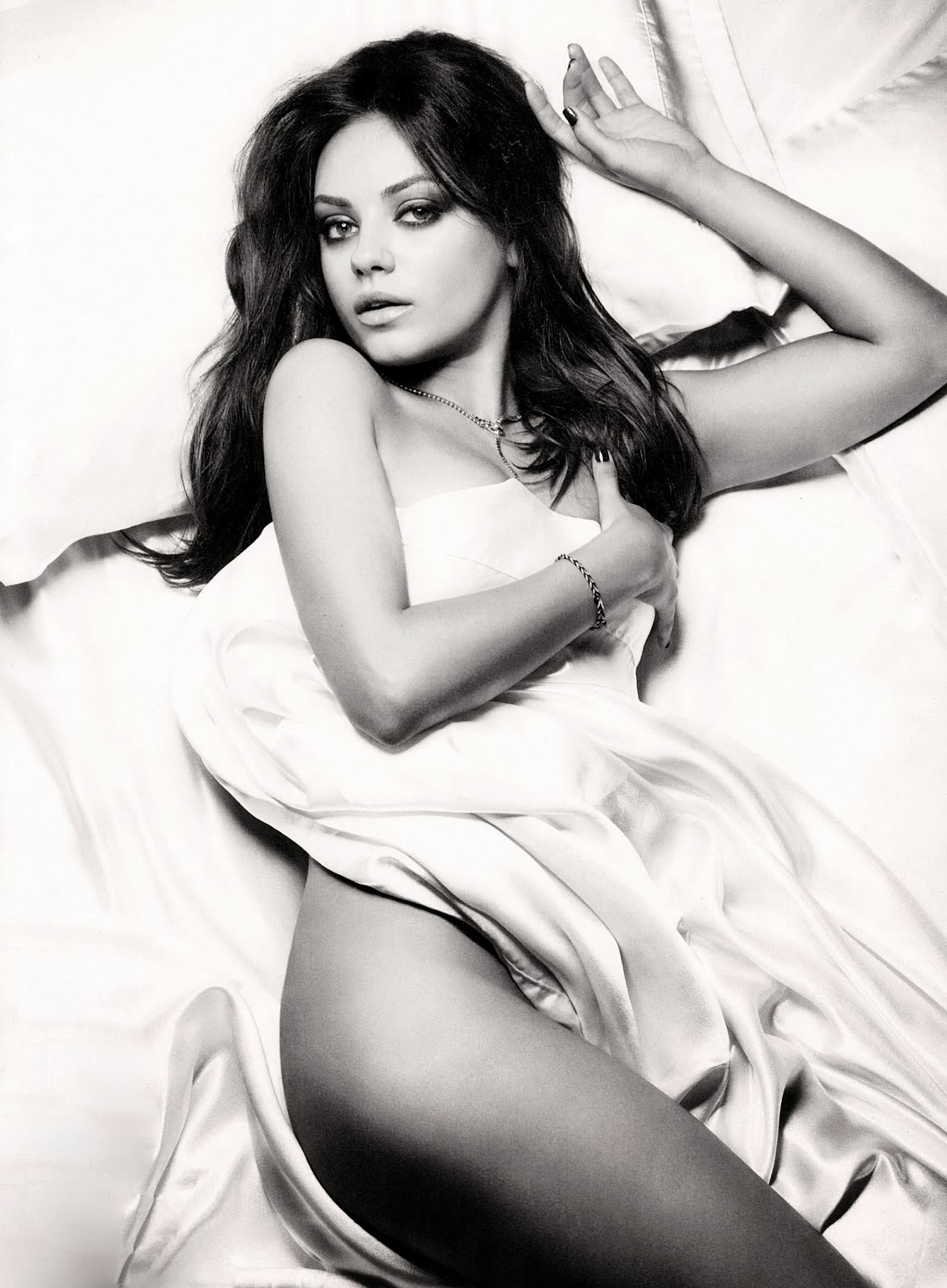 www.CelebTiger.com Mila Kunis posing in Esquire Magazine Photoshoot 2012 4 of 5 Mila Kunis Topless Photoshoot For Esquire Magazine HQ Photos