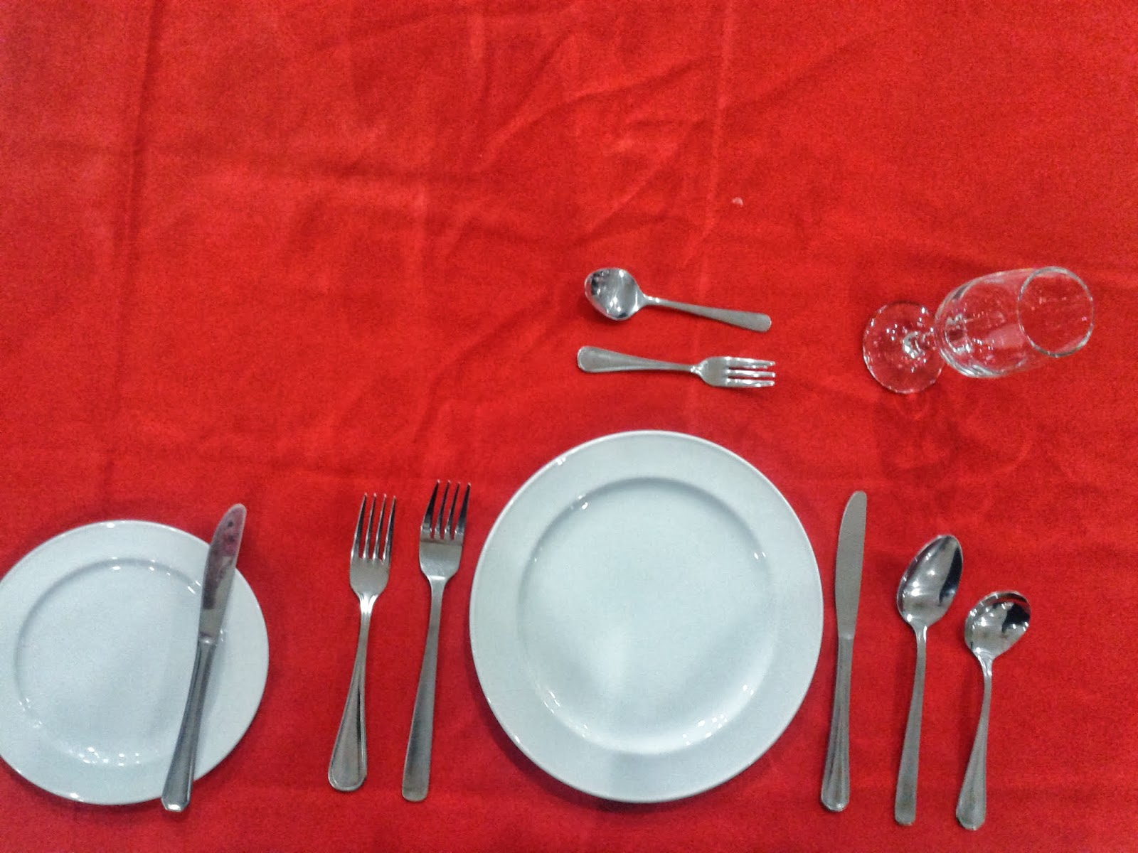 Below The Picture For Table Du0027hote Setting
