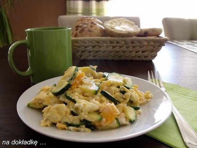 jajecznica z cukinią po włosku