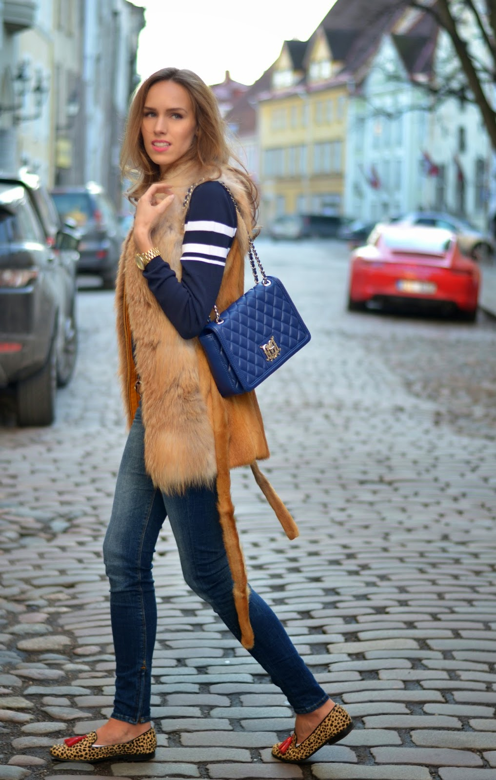 tan-blue-outfit-fur-vest-stripe-sweater-moschino-bag-guess-jeans-leopard-shoes kristjaana mere