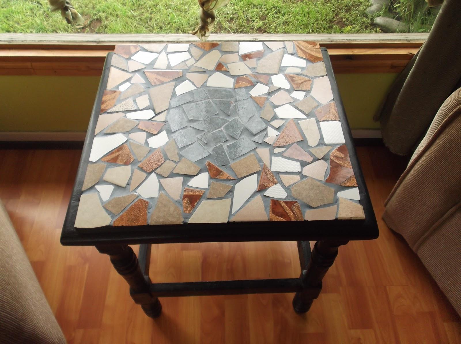 Mesas decopache decoraciones con reciclaje - Mesas con azulejos ...