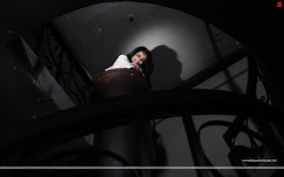 1920 Evil Returns Hot Tia Bajpai Horror Wallpaper