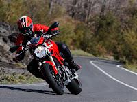2013 Ducati Monster 1100 EVO Gambar Motor 2
