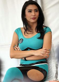 Foto Hot Dan Sexy Tyas Mirasih