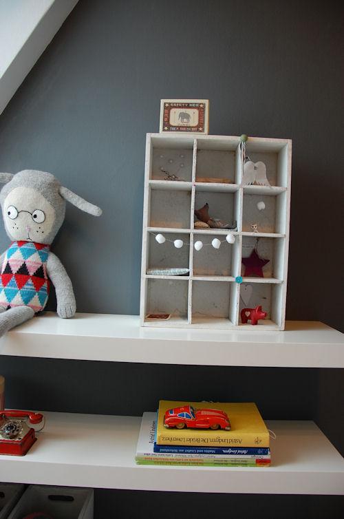 El dormitorio gris de molly baby deco for Cuartos de ninas feos