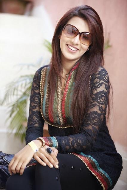 Model+Bidya+Sinha+Saha+Mim012