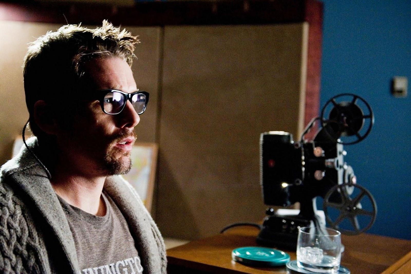 Ethan Hawke as Ellison Oswalt in Sinister 2012 movieloversreviews.blogspot.com