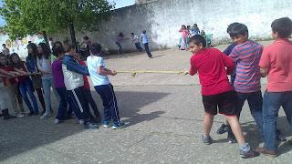 JUEGO POPULAR TIRA SOGA