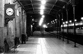 Y pasan los años, los meses,los trenes y tú en el anden pero siempre los pierdes