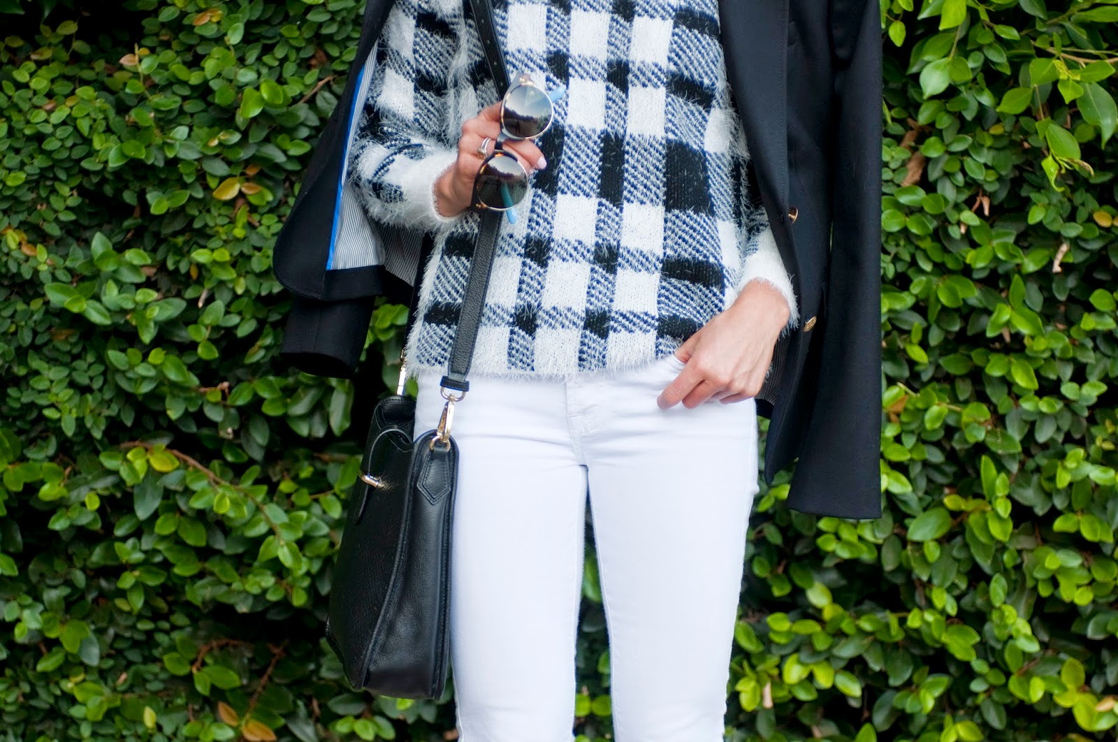 plaid-details-and-accessories