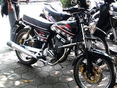 Warna Hitam Cat Tangki Motor CB 100