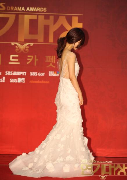 Yuri en los SBS Drama Award 2012 Snsd+yuri+sbs+drama+awards+2012+(6)