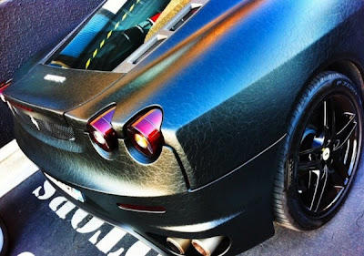Ferrari F430 personalizada coberto de couro