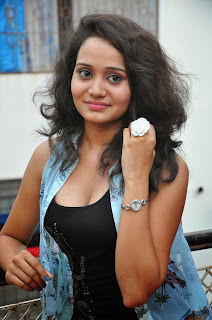 Jhansi  Pictures in shorts 010.jpg