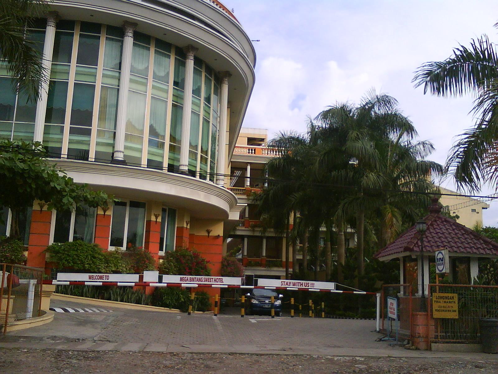 Mega bintang sweet hotel cepu for Design hotel bintang 3