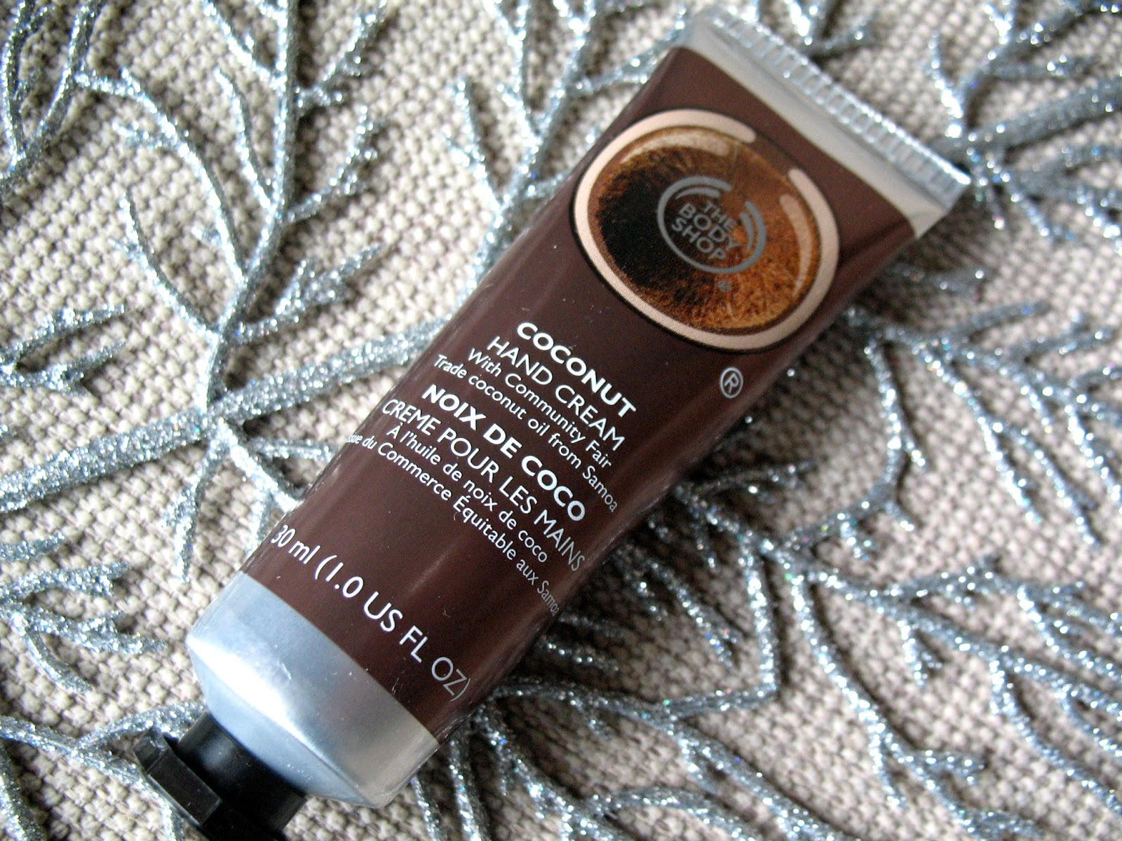 The_body_shop_coconut_hand_cream_review_beauty_blogger_photo_01