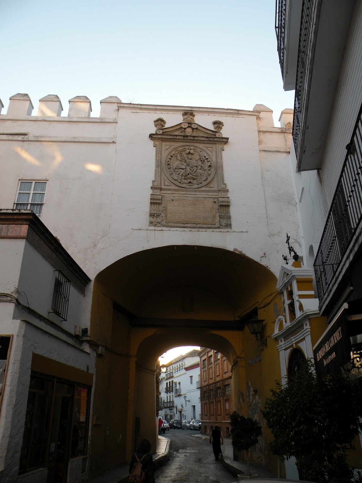 Tardes en sevilla puertas de sevilla i for Puertas correderas sevilla