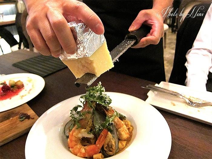 【台北東區新餐廳】 A COMMUNITY Restaurant & Bar。綜合海鮮手工義大利麵