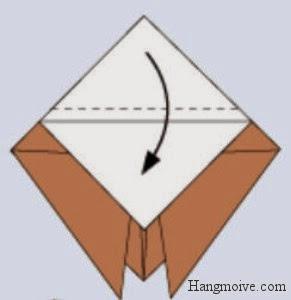 Bước 5: Gấp lớp giấy còn lại xuống dưới đè lên lớp giấy vừa gấp (khoảng cách như đường đứt đoạn) hình vẽ dưới để tạo thành hình kim cương