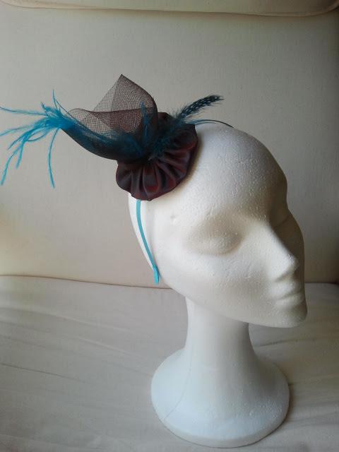 diadema, crin, plumas de avestruz, seda salvaje, azul, marrón