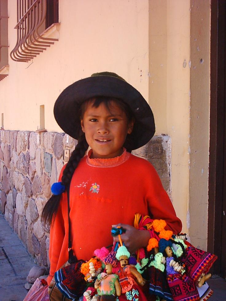 Cholita con tulma en la trenza